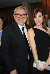 """Jordi Frades, director de la serie """"Isabel"""" y la actriz catalana Maria Fontanals."""